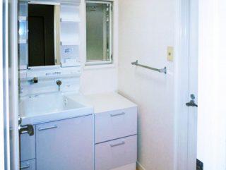 洗面化粧台をTOTOのサクアに交換