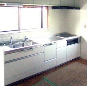 収納たっぷりのオール電化キッチン