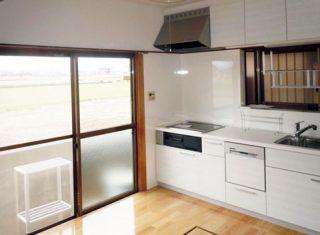 キッチン 白を基調に明るい空間へ