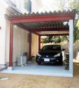新築住宅の庭に立派なガレージを建てました